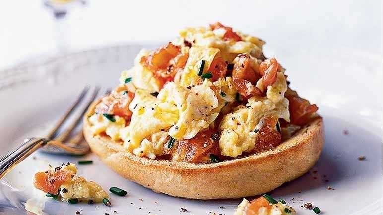 Recipe: Smoked salmon and scrambled eggs | Sainsbury's