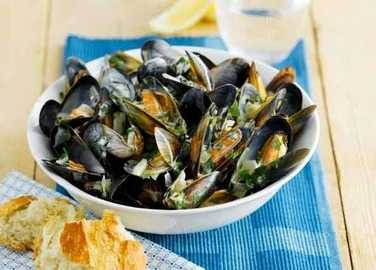 Mussels with parsley and win image