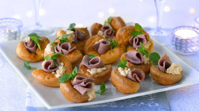 Mini yorkshire pudding canapé image