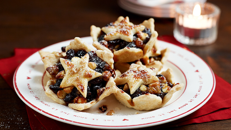 Luxury mince pies with cranberry image