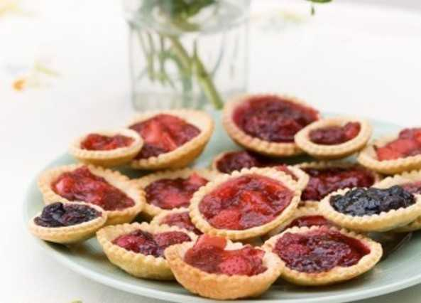 Jam tarts with fresh berrie image