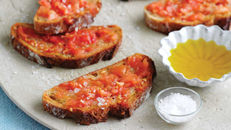 Country bread with tomatoe image