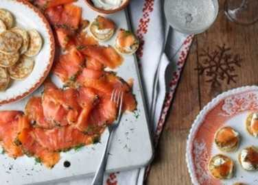Gravadlax salmon starter with blini image