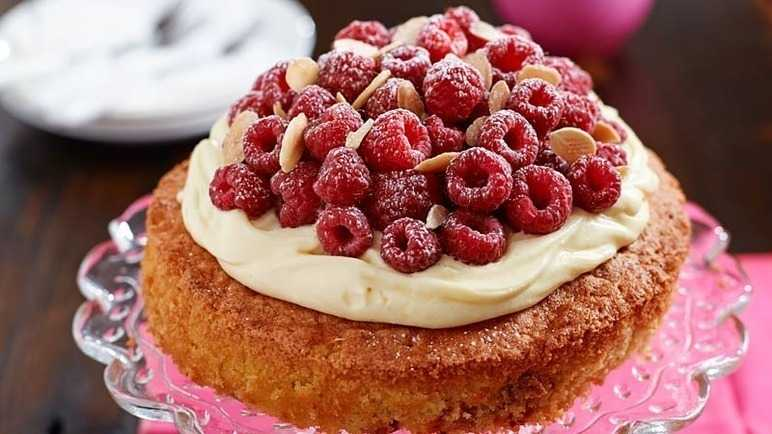 Low Fat Raspberry Cake Recipes: Recipe: Fresh Raspberry And Almond Cake