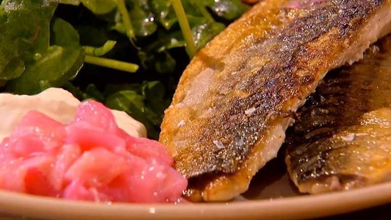Crispy mackerel with rhubar image