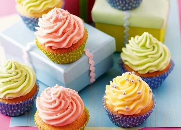 Classic cupcakes with buttercream icin image