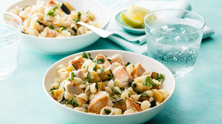 Chicken and courgette mini pasta shells
