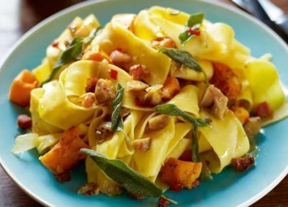 ... Recipes / Courses / Main courses / Chestnut & sage pasta with pancetta
