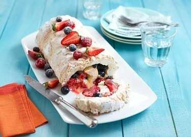 Berry & lemon curd roulade