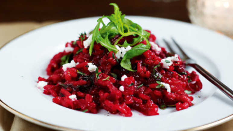 Beetroot risotto with goats' chees image