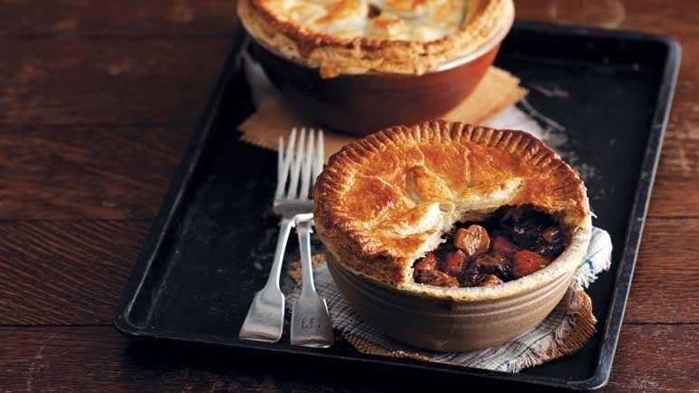Beef and stout pie image