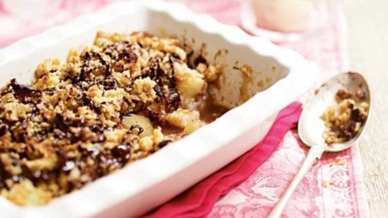Apple & pear crumble with ginger & chocolat image