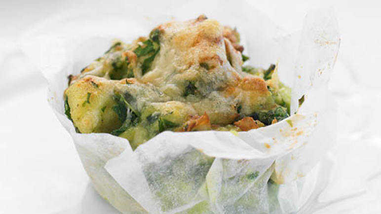 Cheesy spinach muffin image