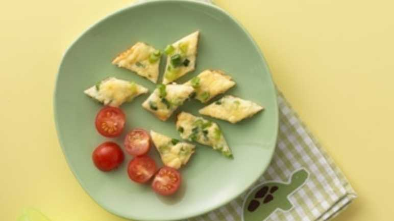 Spring onion and cheddar omelette bites