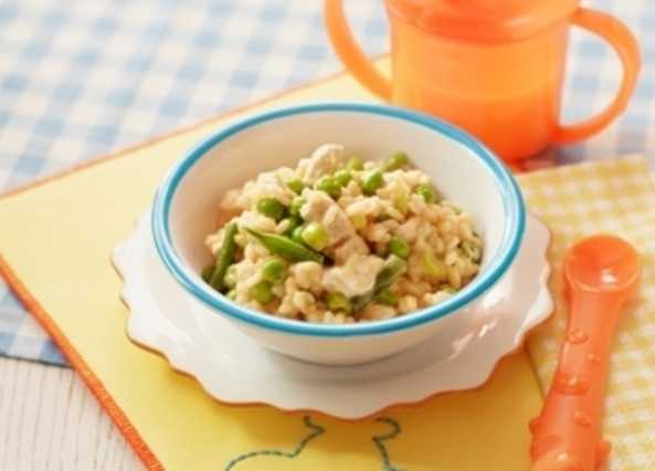 Chicken and pea paell image