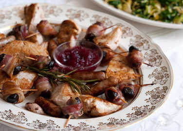 Very easy roast turkey with prunes and bacon image