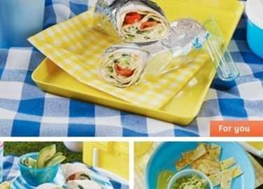 Spinach and cheese omelette wrap image
