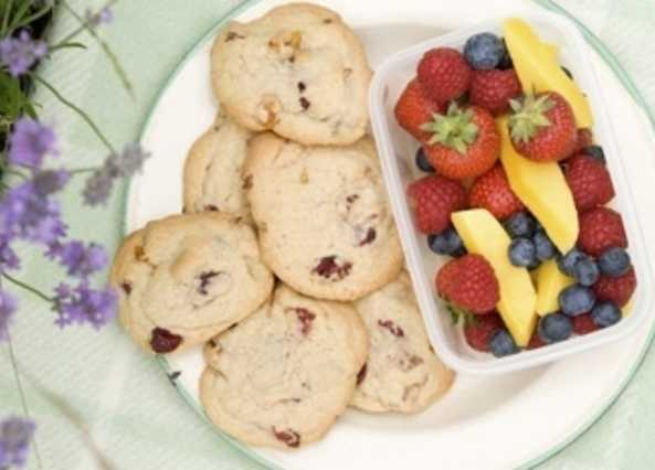 Mango and berry cookies with fresh fruit pick 'n' mi image