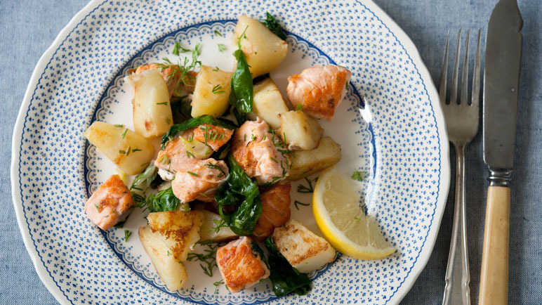 Lemony salmon with crispy potato and spinach image
