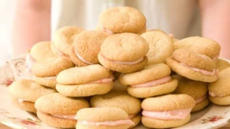 Lemon and strawberry cream biscuits