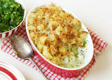 Creamy fish and leek crumbl image