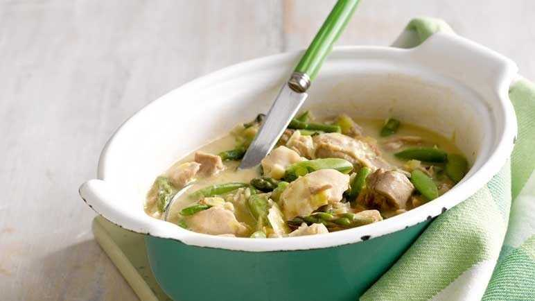 Chicken and spring vegetable casserol image