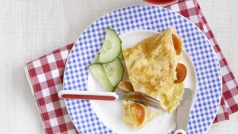 Cherry tomato and cheddar cheese omelett image