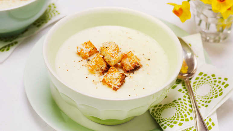 Cauliflower cheese soup with crunchy crouton image