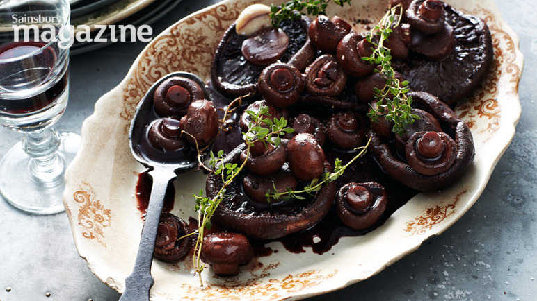 Portabella mushrooms with thyme and red wine