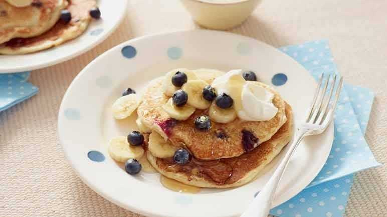 Blueberry and vanilla cream pancake image
