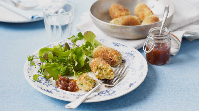 Cheddar and leek croquette image