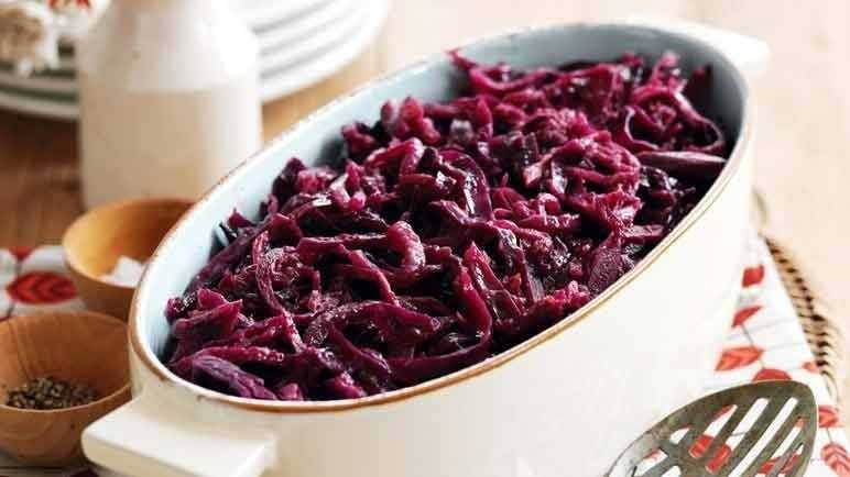Image: Braised red cabbage and apple