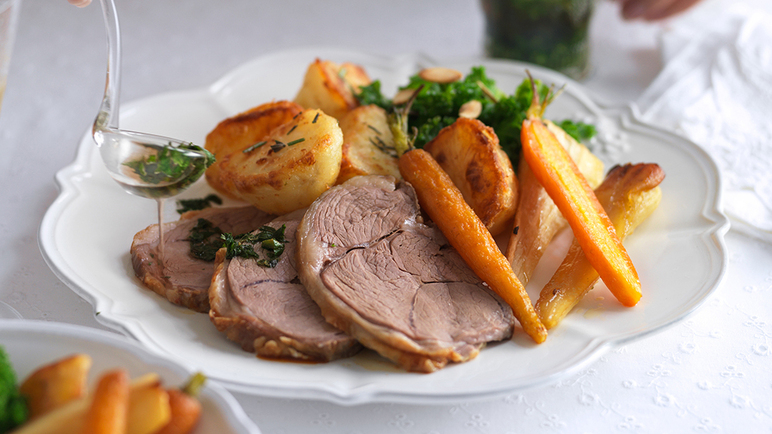 Easy-carve roast lam image