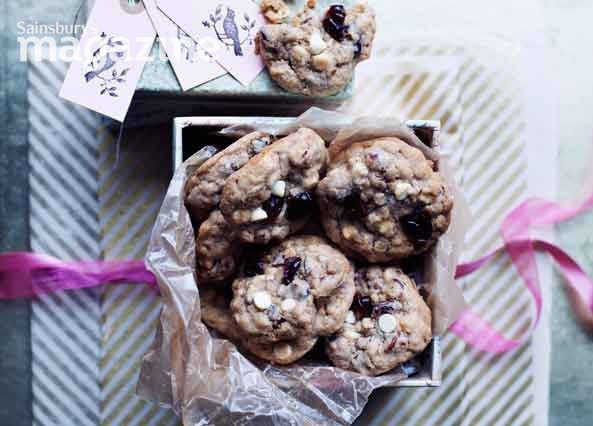 Image: Cherry, cinnamon and white chocolate cookies