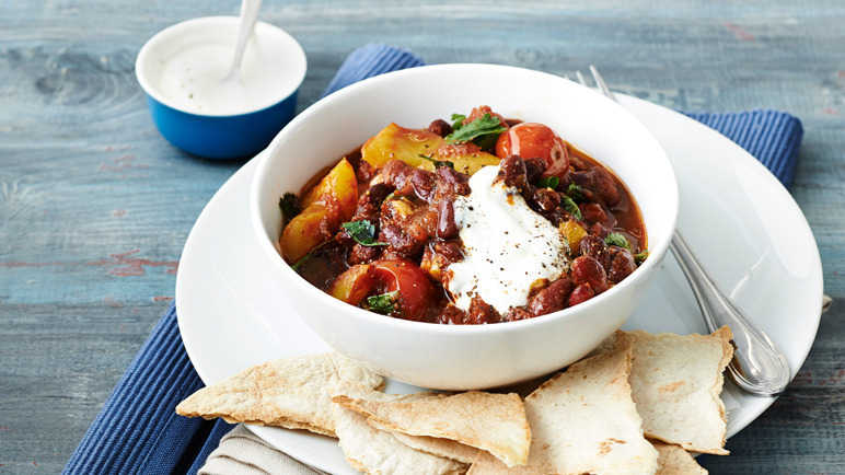 Image: Bean and pepper chilli with crispy tortilla chips