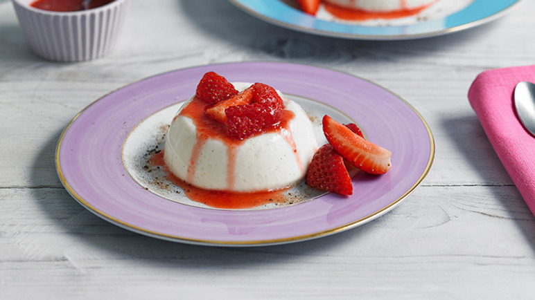 Image: Spiced strawberries and yoghurt panna cotta