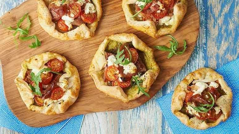 Image: Free-form goat's cheese, tomato and Parma ham mini pies