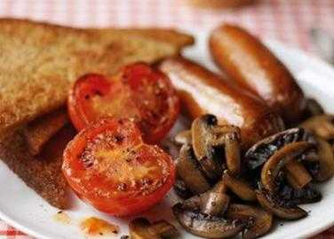 Sausages, mushrooms, tomatoes & fried bread image