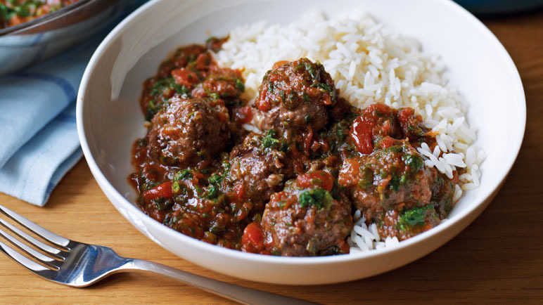Saucy meatballs with rice