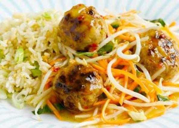 Peking-style meatballs with egg-fried rice