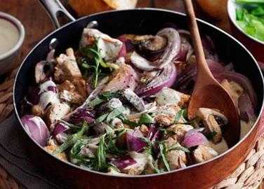 Tarragon chicken with red onion and mushrooms