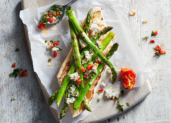 Grilled asparagus with chilli feta
