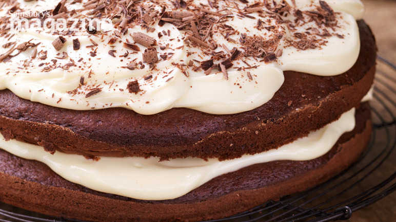 Chocolate cake with cream cheese icing