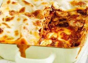 Spicy turkey and bean lasagne
