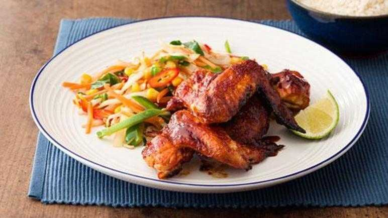 Sticky wings with stir-fry