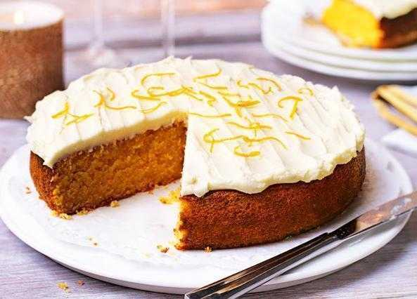 Flourless almond and apricot cake