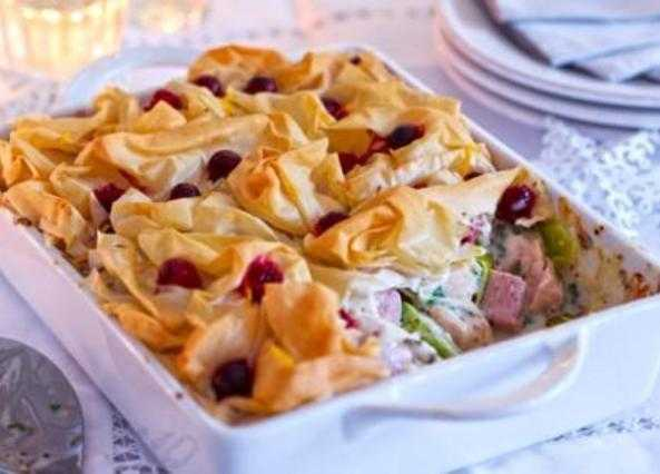 Cranberry, turkey and ham pie