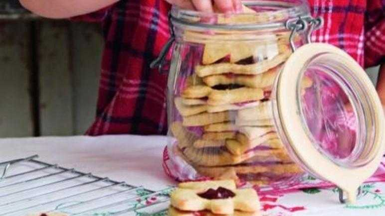 Festive jam biscuit sandwiches