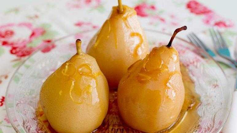 Lemony spiced poached pears recipe