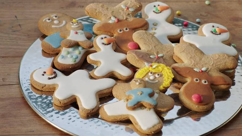 Make your own gingerbread family with this fun Christmas classic - the kids will love helping, too.